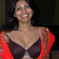 3756qa.th Sexy Indian wife stripping nude showing pussy & big boobs